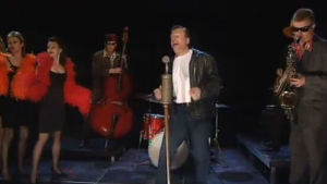 Arvi Lind laulaa rokkia.