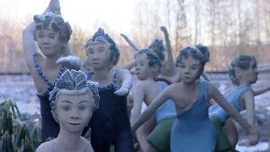 Parikkalan patsaspuiston naishahmoja