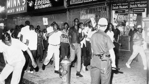 Mielenosoittajia New Yorkin Harlemissa 1964.