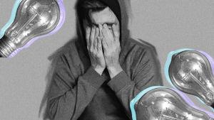 Mies huppu päässä pitää käsiä ahdistuneesti kasvoilla