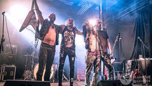 Blackribbon på scenen i Helsingfors.