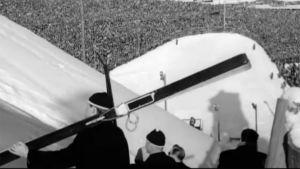 Yleisöä ja kilpailijoita Lahden MM-kisoissa 1958