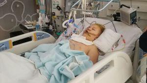 Jere sairaalassa onnettomuuden jälkeen