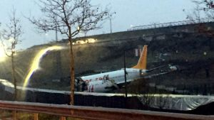 Ett flygplan som gått i tre delar i Turkiet.
