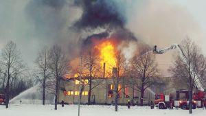 Föreningshuset totalförstördes i branden 20.2.2013.