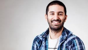 SVT:n toimittaja Reza Hedayati.