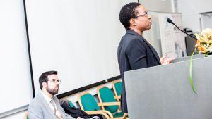 tutkijat Dan Greene ja Ifeoma Ajunwa