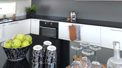Köket i svart och vitt i Villa Ilta, familjen Berghälls nya hem.