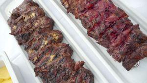 Grillad nöt med bacon och pepparost