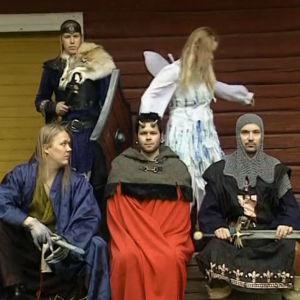 Sadetta Postareff, Kaisu Kärri, Samael Innanen ja muita liveroolipelaajia ryhmäkuvassa 2003.
