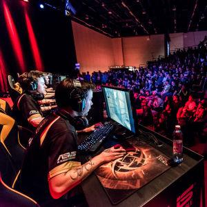 ENCE eSports pelaa äänekkään suomalaisyleisön edessä mestaruudesta Assembly Winter 2016 -tapahtumassa.