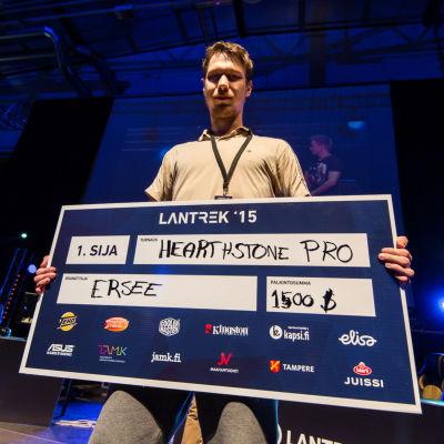 Lantrekien Hearthstone pro-turnauksen voittaja