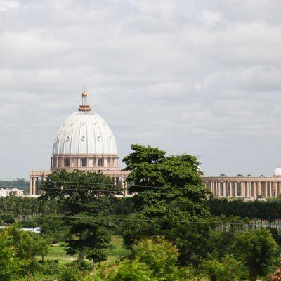 Maailman suurin kirkko, Rauhan Notre-Damen basilika Yamoussoukrossa.