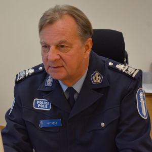 Eläkkeelle jäänyt poliisipäällikkö Tapio Huttunen, Lounais-Suomen poliisilaitos.