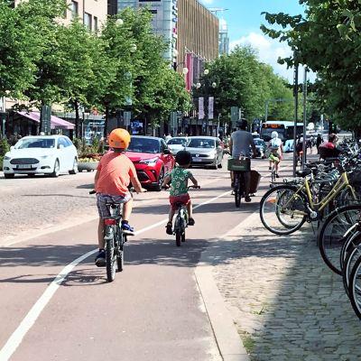 pyöräilijöitä Lahdessa