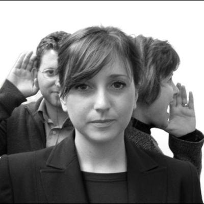 kolmen ihmisen ryhmä, katselu, kuuntelu, puhe