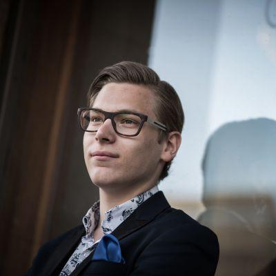 Klaus Mäkelä on menestynyt sellisti ja ikäluokkansa paras kapellimestari.