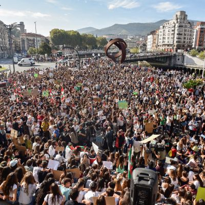 Mielenosoittajia Bilbaossa Espanjan Baskimaassa.