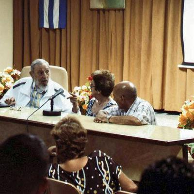 Fidel Castro deltar i tillställning om Kubas livsmedelsindustri 4.7.2015.