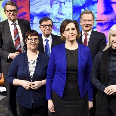 Presidenttiehdokkaat Helsingin Sanomien ja Iltasanomien yhteisessä vaalitentissä Sanomatalossa.