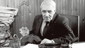 Poeten Gunnar Björling i sitt hem i Brunnsparken i mars 1960.