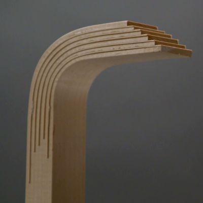 Alvar Aallon patentoitu L-jalka lähikuvassa, ennen taivutetun pään tasoittamista