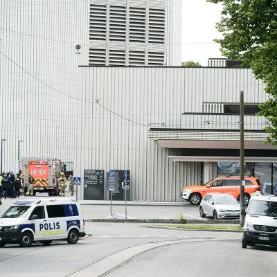 Poliisin ja pelastuslaitoksen yksiköitä Helsingin kaupunginteatterilla
