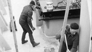 Män jobbar på m/s Norrö, 1960