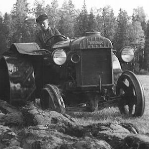 Ensimmäiset traktorit olivat rautapyöräisiä
