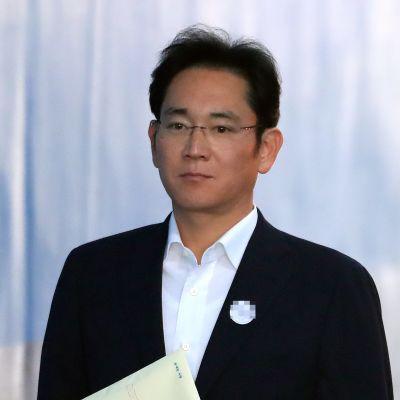 Samsungin varapuheenjohtaja Lee Jae-yong Soulin oikeudessa.