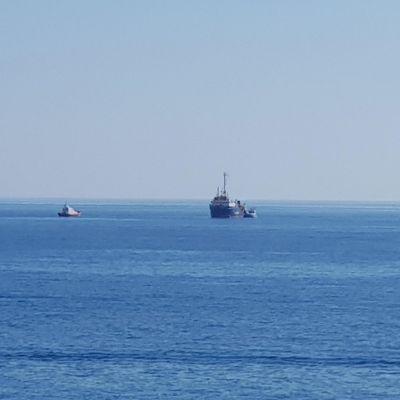 Saksalainen avustuslaiva Sea-Watch kuvattuna 26.6.2019 Lampedusan satamasta.