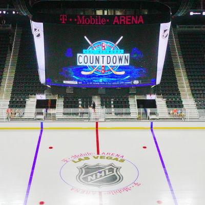 Arenan i Las Vegas där det ska spelas NHL-ishockey hösten 2017 står klar.