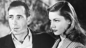 Humphrey Bogart ja Lauren Bacalla elokuvassa Kirjava satama