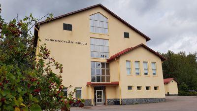 Kirkonkylän koulu Mäntsälässä. Pyydetty lupa käyttää kuvaa uutisoidessa koronavirustartunnasta ko. koulussa.