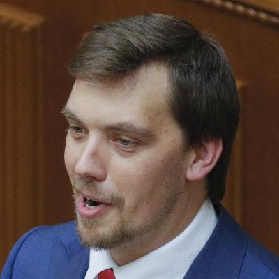 Ukrainas nya premiärminister Oleksij Honcharuk i blå kostym.