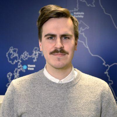 Vaasalainen Matias Mäkynen on kaupunginvaltuutettu , Pohjanmaan sosialidemokraattien puheenjohtaja ja Pohjanmaan maakuntavaltuuston puheenjohtaja.