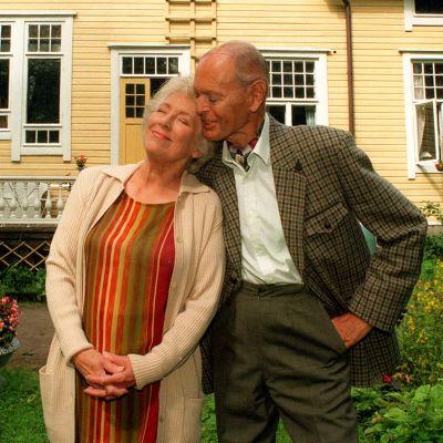 Märta Laurent och Leif Wager i komediserien PrimaVera från år 1996.