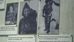 Mustavalkoisia arkistokuvia inuiiteista näyttelyssä.