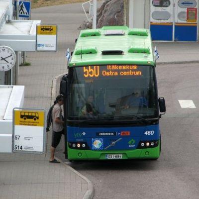 Buss vid hållplats