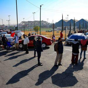 Ihmiset jonottivat koronarokotukseen pääsyä helmikuussa Ecatepecissa Meksikossa.