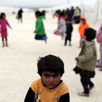Syyriasta paenneita lapsia pakolaisleirillä Turkin Sanliurfan alueella.