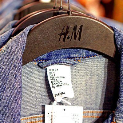 H&M -liikkeen farkkutakkeja