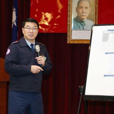 Ilmavoimien komentaja Hsiung Hou-chi piti lehdistötilaisuuden onnettomuuden johdosta Taipeissa torstaina.