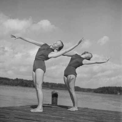 kvinnor från Naisten Liikuntaliitto som gymnastiserar 1950
