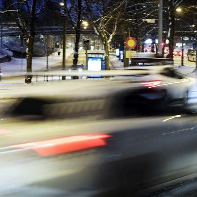 Liikennettä Mäkelänkadulla Helsingissä aamulla 3. tammikuuta.