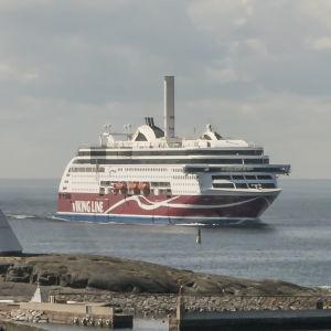 Viking Grace utanför Mariehamn.