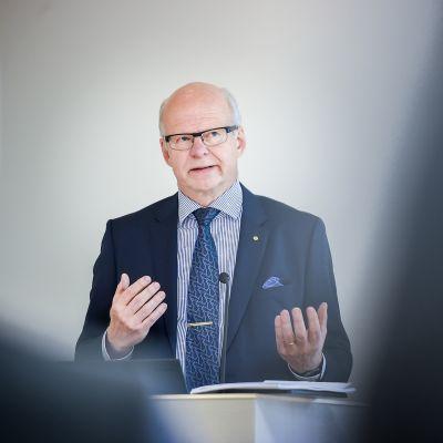 OP:n pääjohtaja Reijo Karhinen.