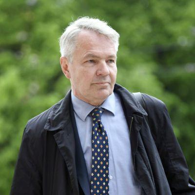 Ulkoministeri Pekka Haavisto saapui hallituksen ylimääräiseen iltakouluun Säätytalolle.