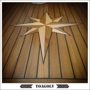 Nåtat golv på segelbåt.