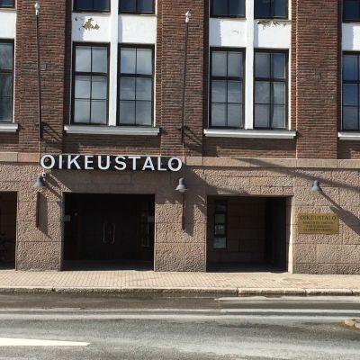 Kanta-Hämeen käräjäoikeuden rakennus Hämeenlinnassa